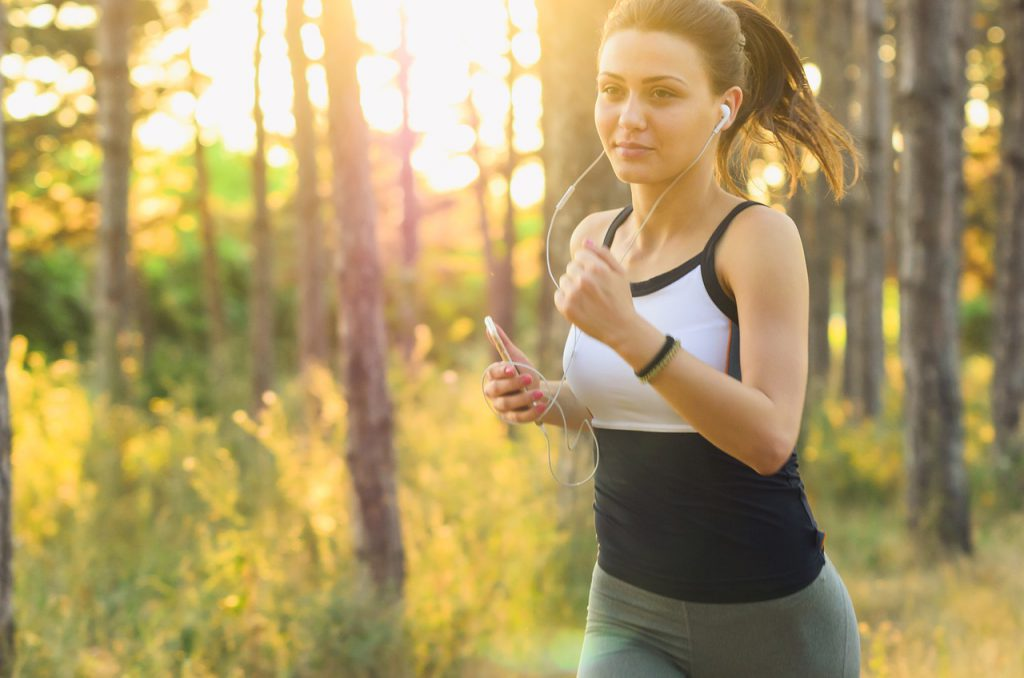走る_女性