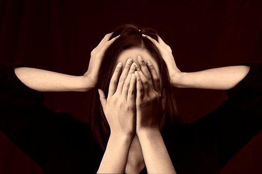 貧乳に悩む女性