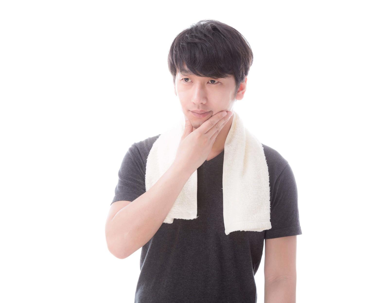 薬用デニーロ_洗顔後の男性
