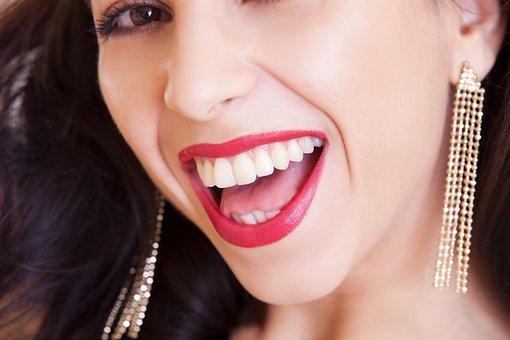 女性の白い歯