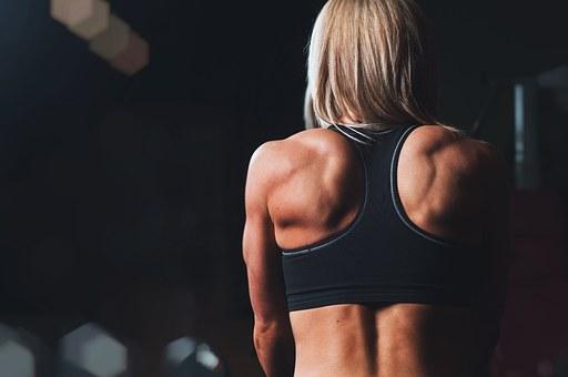 筋肉がはっきりわかる体型の女性