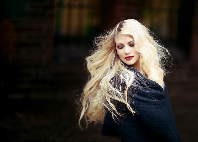 女性 金髪