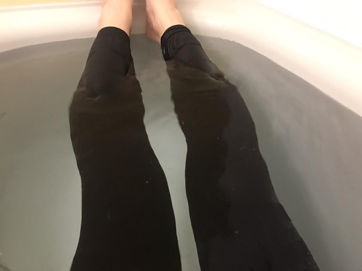履くだけイージースリムレッグ_入浴