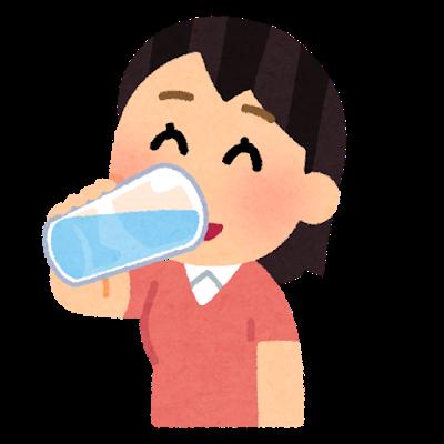 水 飲む 女性