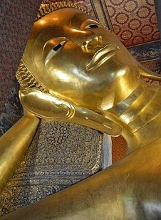 涅槃像(寝てばかりの人の例え)