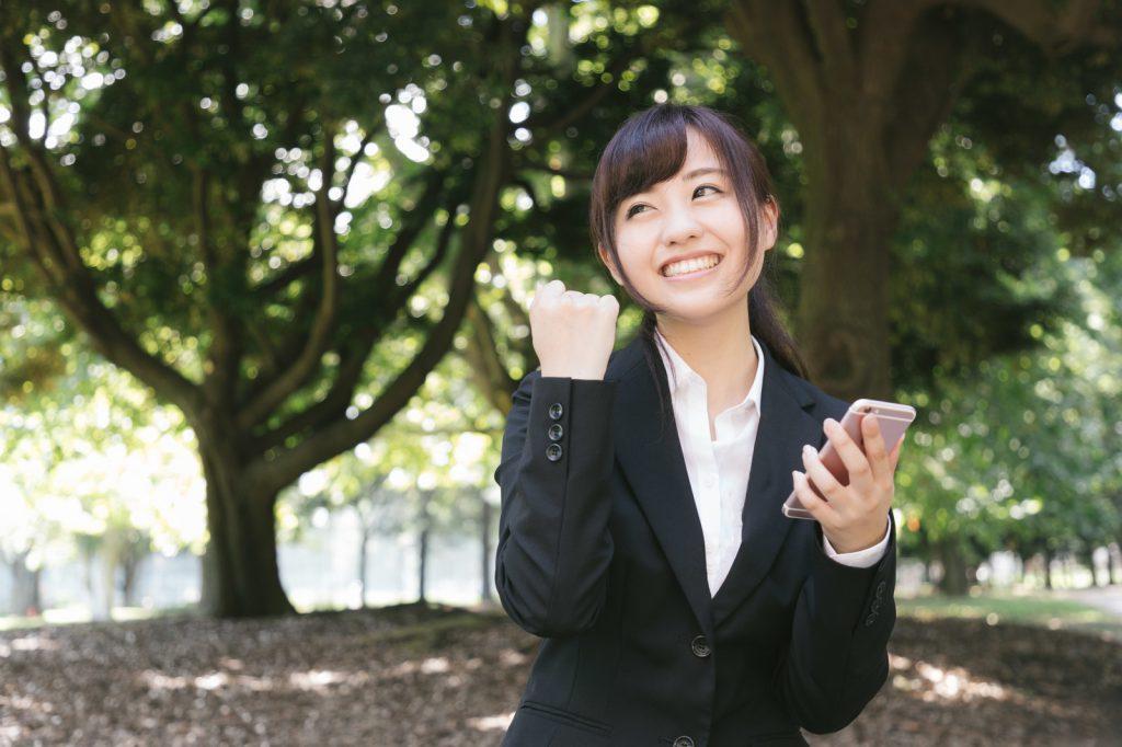 バンバンビー_喜ぶ女性イメージ