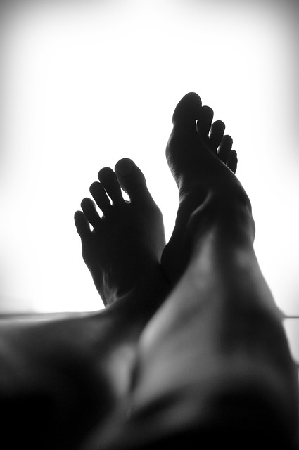 モノクロ脚