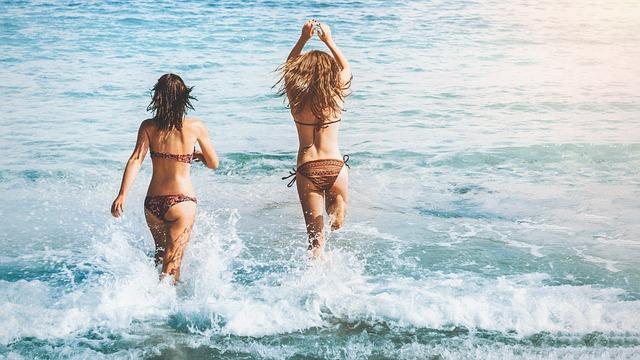 ビーチと女性