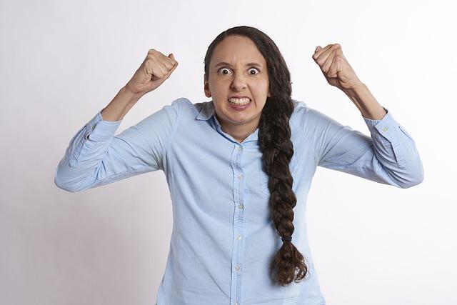 女性 怒り