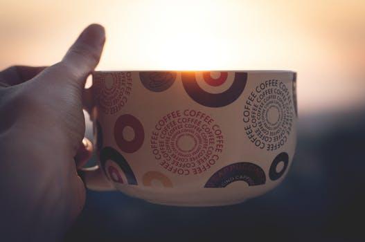 朝日とマグカップ
